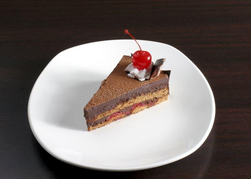 Torta de chocolate con la cereza foto de archivo