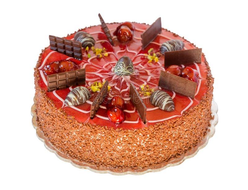 Torta de chocolate con la cereza aislada en el fondo blanco fotos de archivo libres de regalías