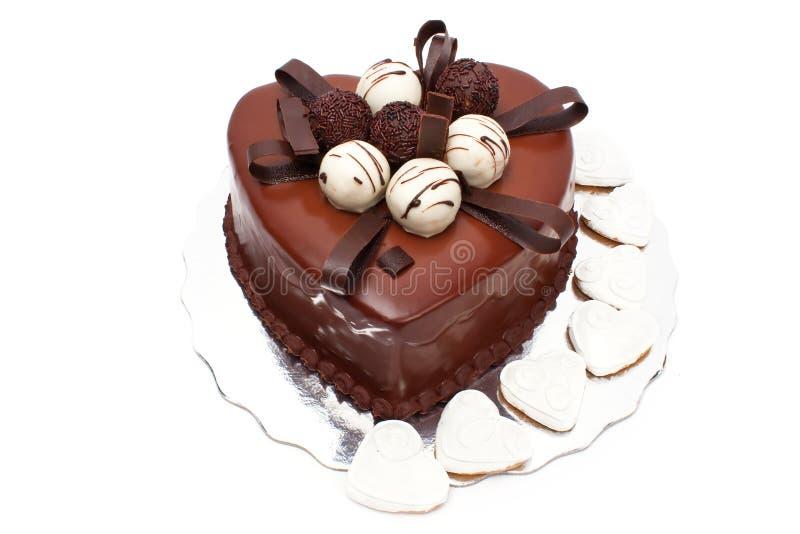 Torta de chocolate en dimensión de una variable del corazón fotos de archivo