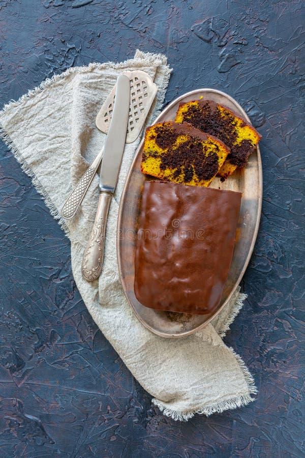 Torta de chocolate hecha en casa de la calabaza imagenes de archivo