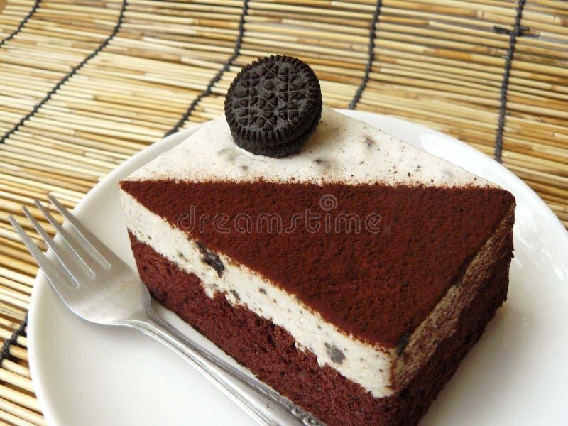 Torta de chocolate negra y blanca de la galleta y de la crema fotos de archivo libres de regalías