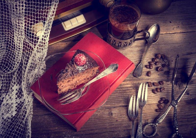 Torta de chocolate y café turco - estilo del vintage fotografía de archivo libre de regalías