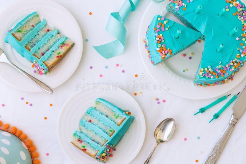 Torta de cumpleaños de arriba fotografía de archivo libre de regalías