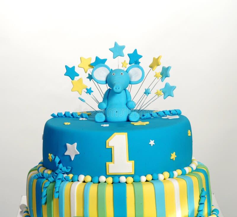 Torta de cumpleaños con la estatuilla del elefante fotografía de archivo libre de regalías