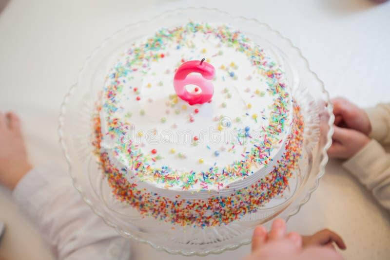 Torta de cumpleaños con la vela imágenes de archivo libres de regalías