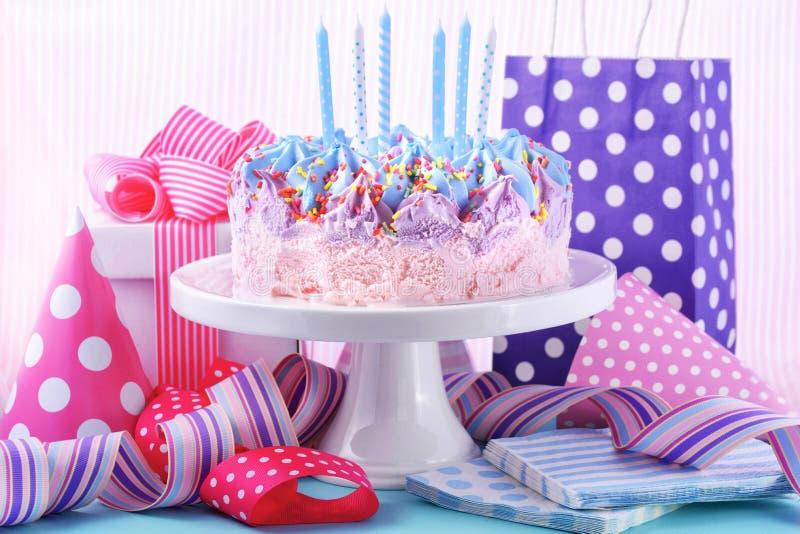 Torta de cumpleaños del helado imágenes de archivo libres de regalías