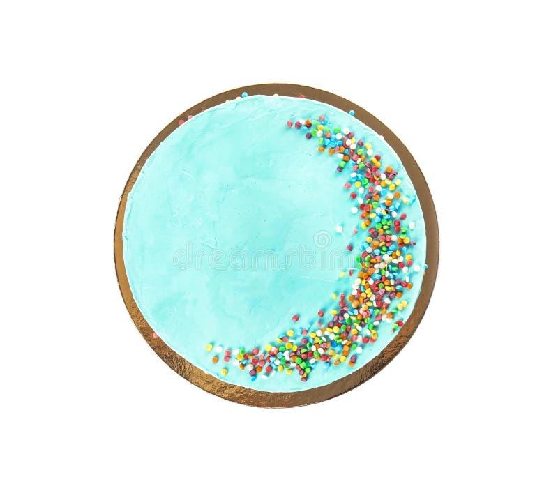 Torta de cumpleaños deliciosa fresca en el fondo blanco imagen de archivo
