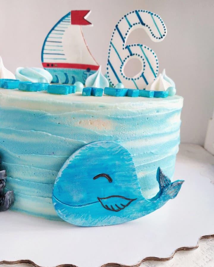 Torta de cumpleaños en el tema del mar foto de archivo libre de regalías