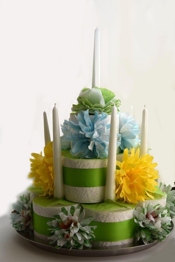 Torta de cumpleaños hecha del papel higiénico fotografía de archivo libre de regalías