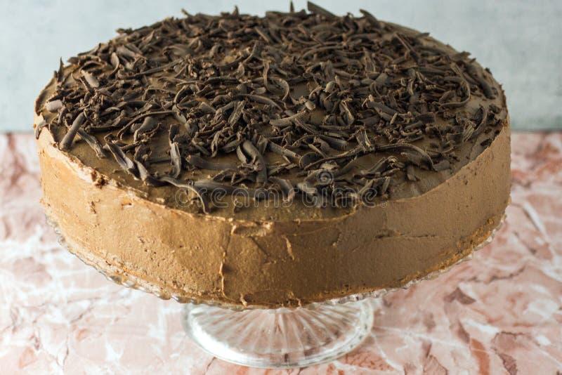 Torta de cumpleaños hecha en casa de la nuez del chocolate imagen de archivo libre de regalías