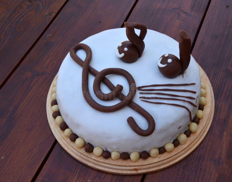 Torta de cumpleaños musical fotografía de archivo