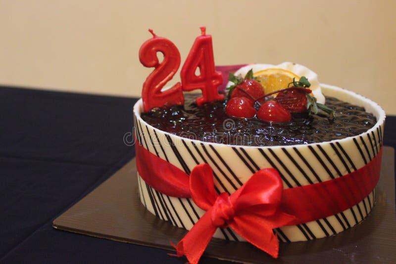 Torta de cumplea?os 24 fotografía de archivo libre de regalías