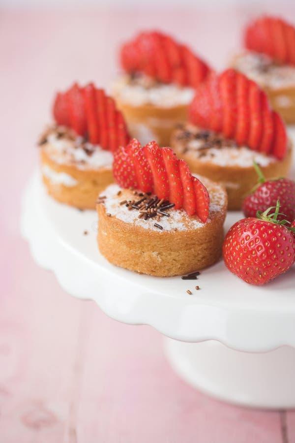 Torta de esponja de Victoria con las fresas imágenes de archivo libres de regalías