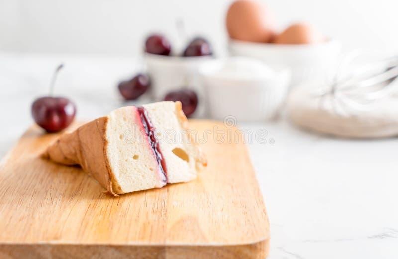 torta de gasa de la cereza imagenes de archivo