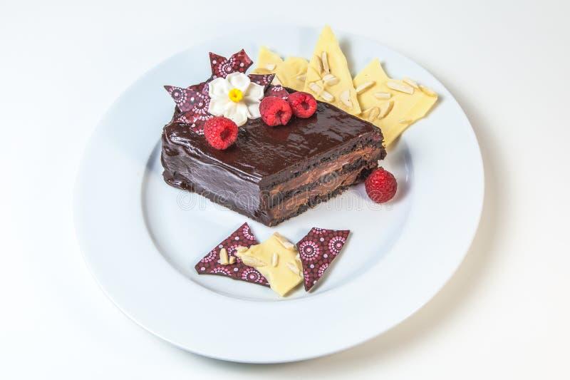 Torta de la almendra del chocolate de la frambuesa fotos de archivo libres de regalías