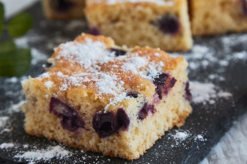 torta de la cereza con el azúcar imágenes de archivo libres de regalías