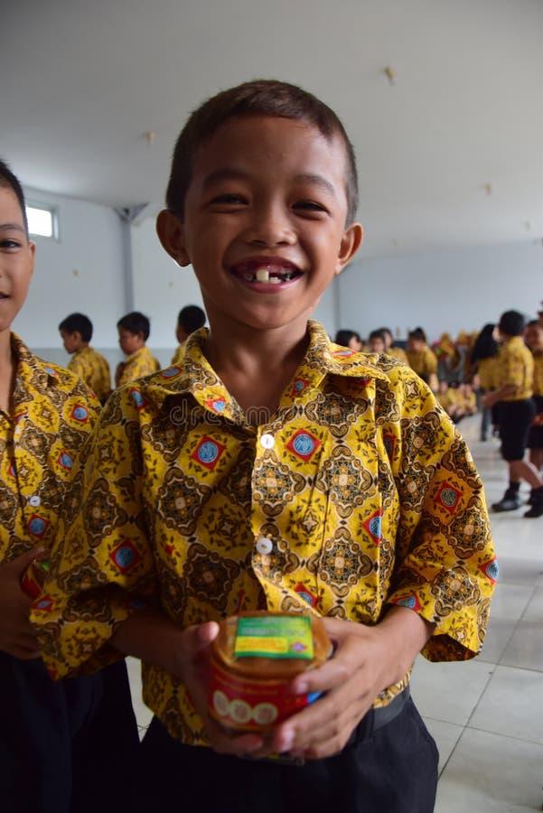 Torta de la cesta para Jasmine Buds School Students Semarang imagenes de archivo