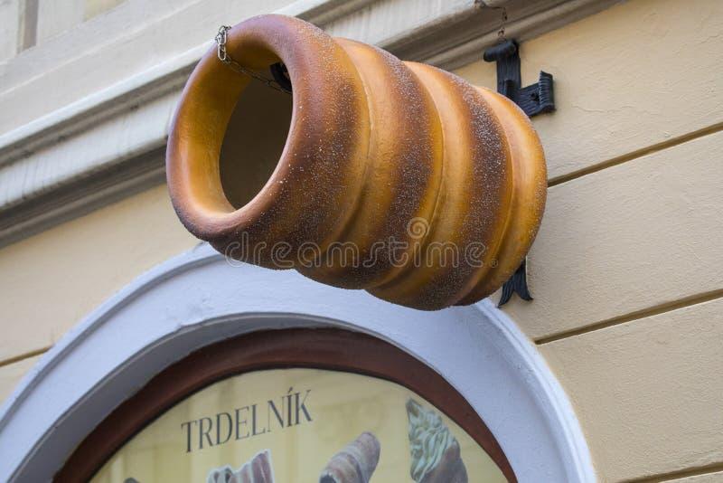 Torta de la chimenea de Trdelnik en Praga fotos de archivo libres de regalías