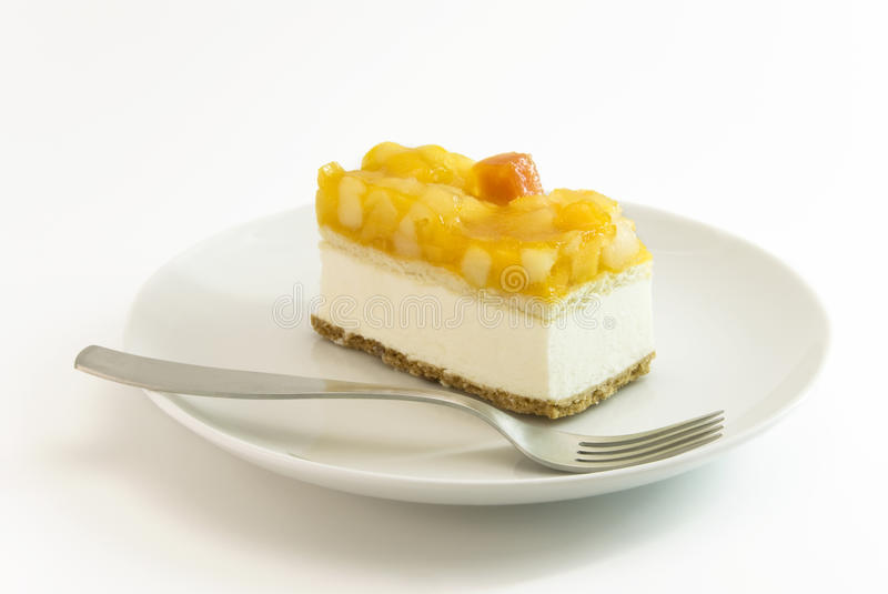 Torta de la cuajada de la fruta en la placa imagen de archivo