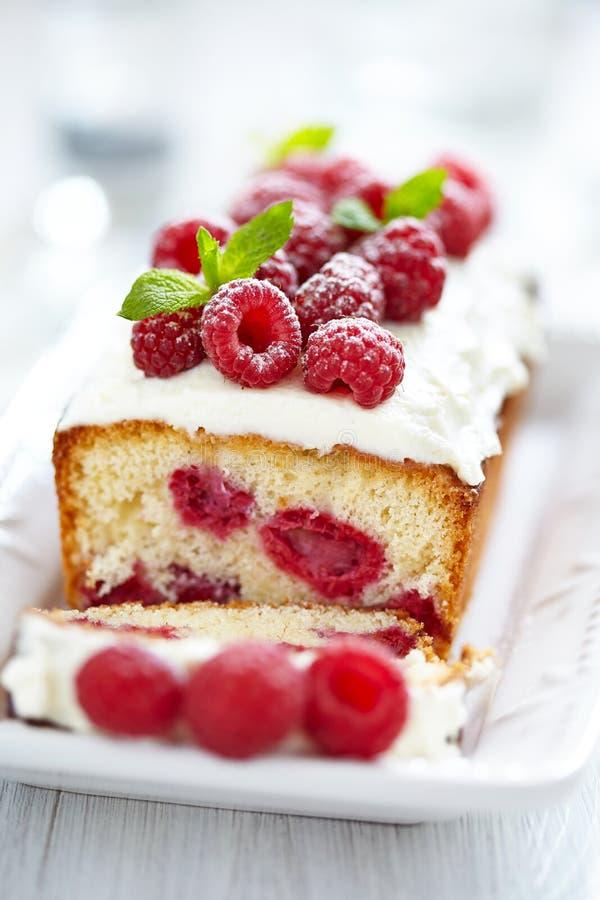 Torta de la frambuesa por días de fiesta fotos de archivo
