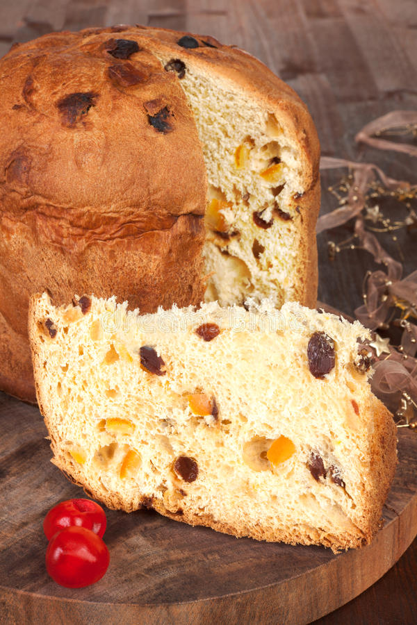 Torta de la fruta del panettone. imagen de archivo libre de regalías