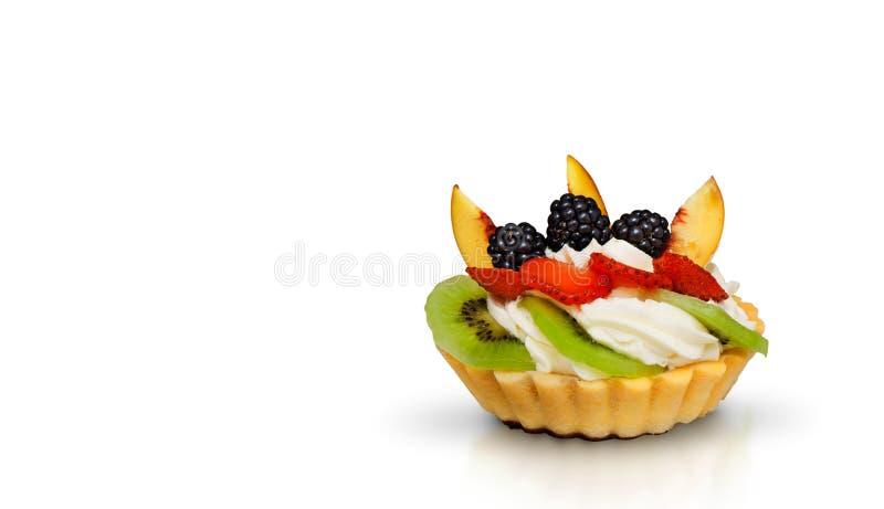 Torta de la fruta de postre aislada en el fondo blanco imagen de archivo