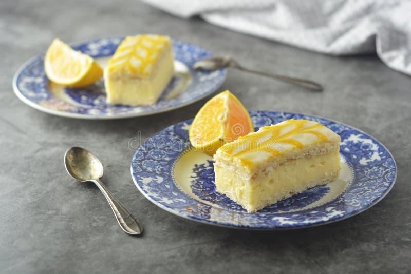 Torta de la llovizna del limón, postre de la torta de la corteza del limón imagen de archivo