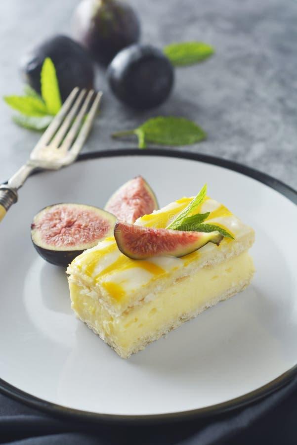 Torta de la llovizna del limón, postre de la torta de la corteza del limón imagenes de archivo