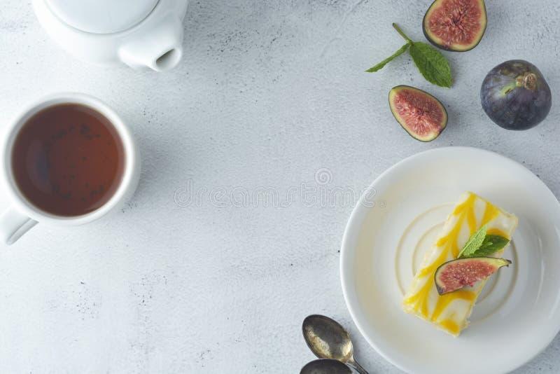 Torta de la llovizna del limón, postre de la torta de la corteza del limón Fondo brillante imagen de archivo