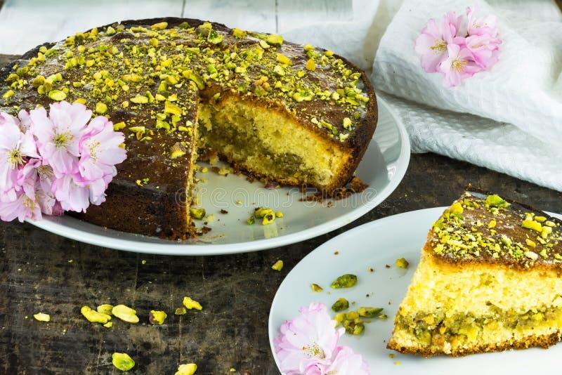 Torta de la llovizna del pistacho y del limón fotografía de archivo