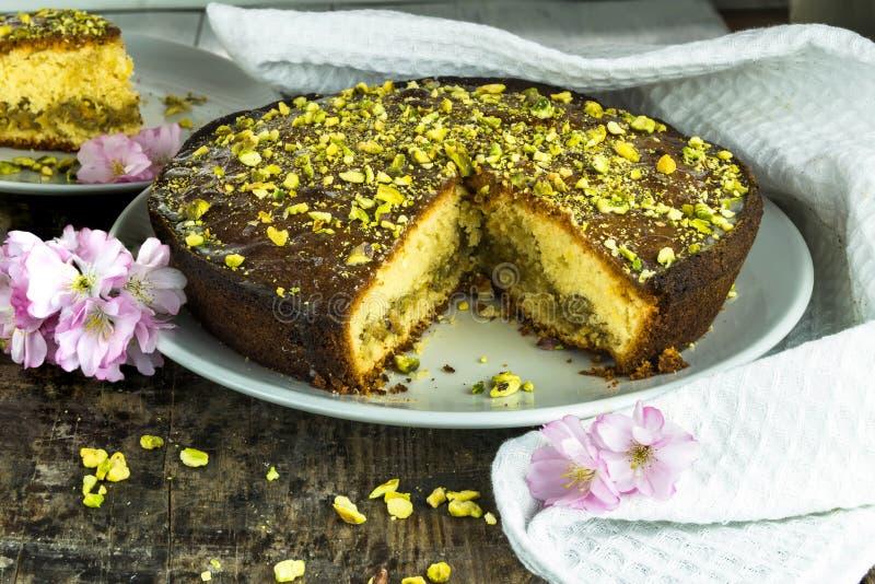 Torta de la llovizna del pistacho y del limón foto de archivo libre de regalías