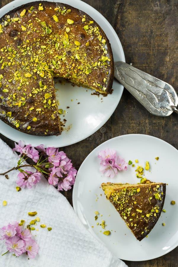Torta de la llovizna del pistacho y del limón imágenes de archivo libres de regalías