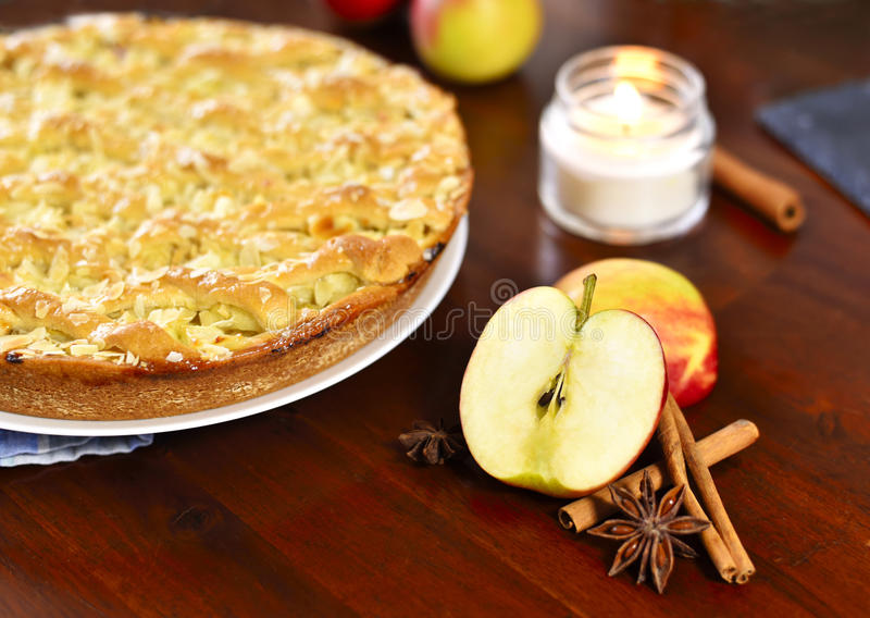 Torta de maçã deliciosa ou bolo de maçã foto de stock royalty free