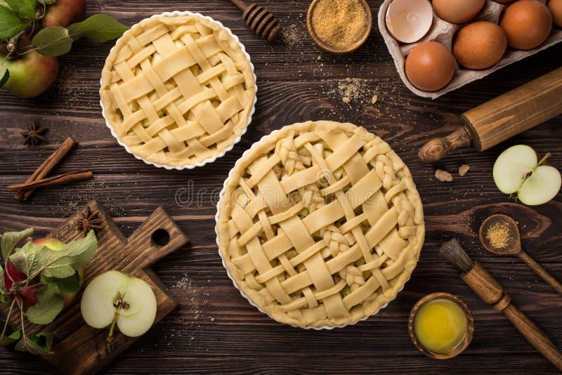Torta de maçã do cozimento imagem de stock royalty free