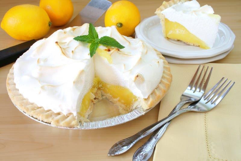 Torta de Meringue de limão fotografia de stock royalty free