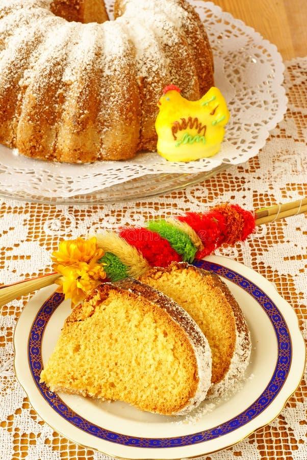 Torta de Pascua (bizcocho borracho) foto de archivo libre de regalías