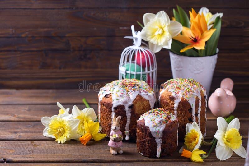 Download Torta De Pascua, Flores Y Decoraciones Coloridas De Pascua Imagen de archivo - Imagen de conejito, feliz: 64205103