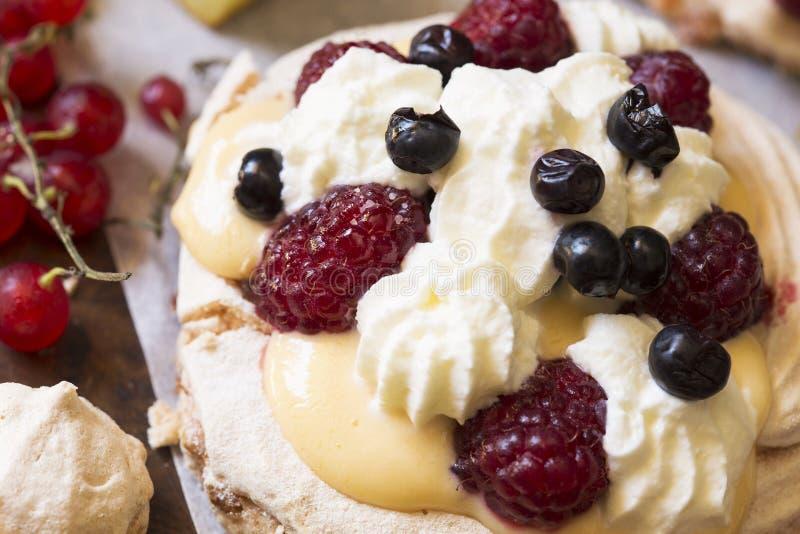 Torta de Pavlova foto de archivo libre de regalías