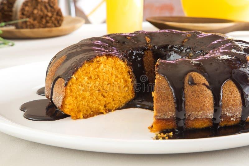 Torta de zanahoria con el chocolate y la rebanada fotos de archivo