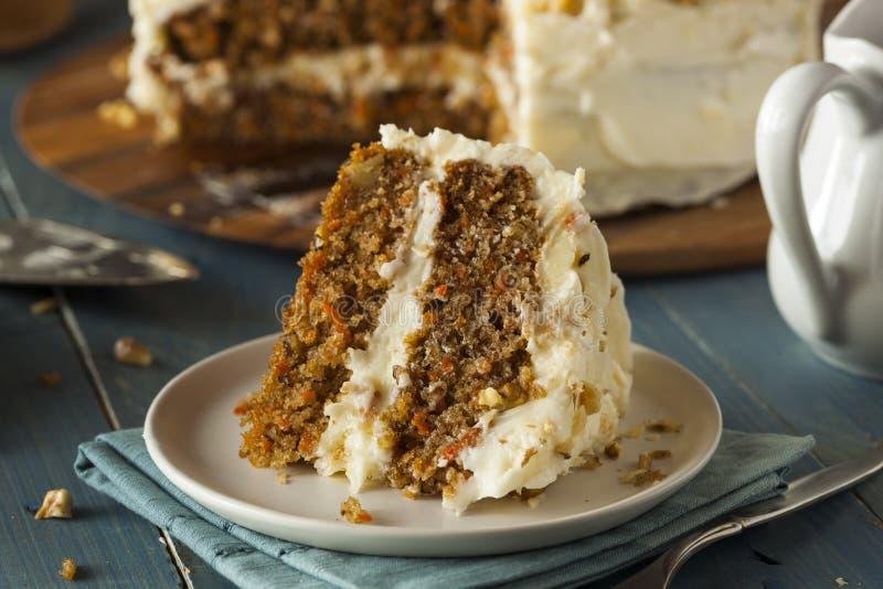 Torta de zanahoria hecha en casa sana imagen de archivo