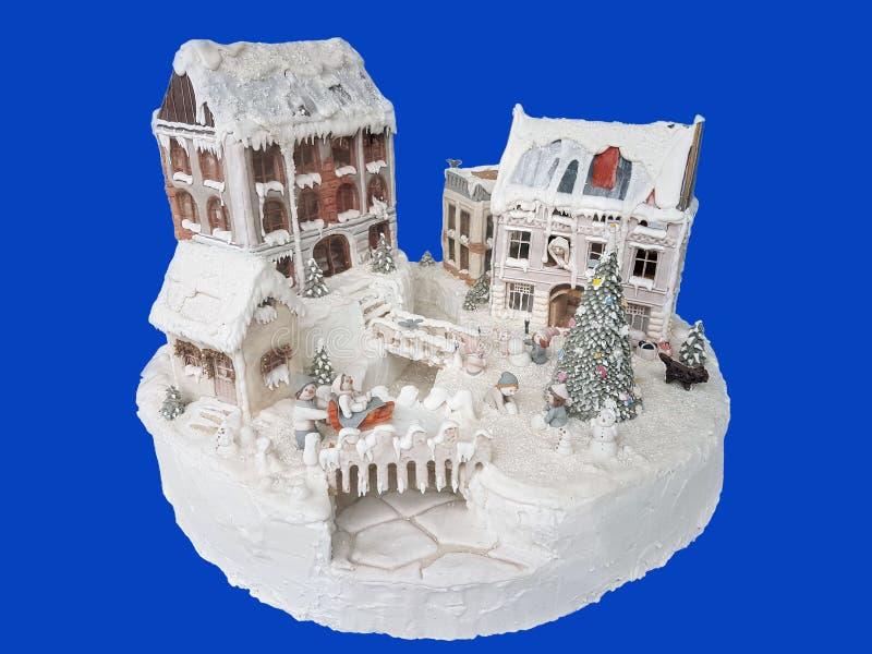 Torta decorata Dessert del dolce di Delicius Alimento di tradizione europea Isolato su un fondo blu fotografia stock libera da diritti