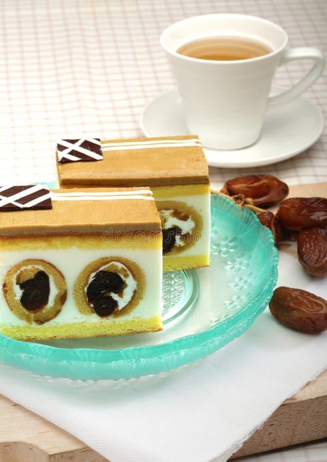 Torta del caramelo con la fruta de la fecha fotografía de archivo