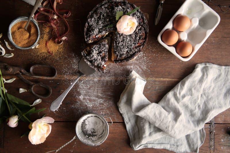 Torta del cioccolato del rabarbaro fotografie stock libere da diritti
