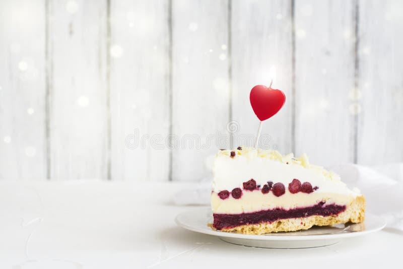 Torta del día del cumpleaños o de tarjetas del día de San Valentín fotografía de archivo libre de regalías