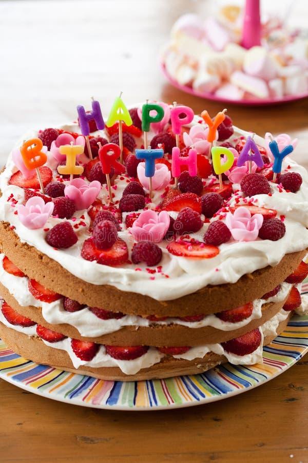 Torta del feliz cumpleaños imágenes de archivo libres de regalías