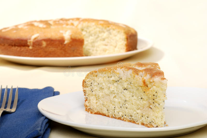 Torta del germen de amapola del limón con la servilleta y la fork fotos de archivo libres de regalías