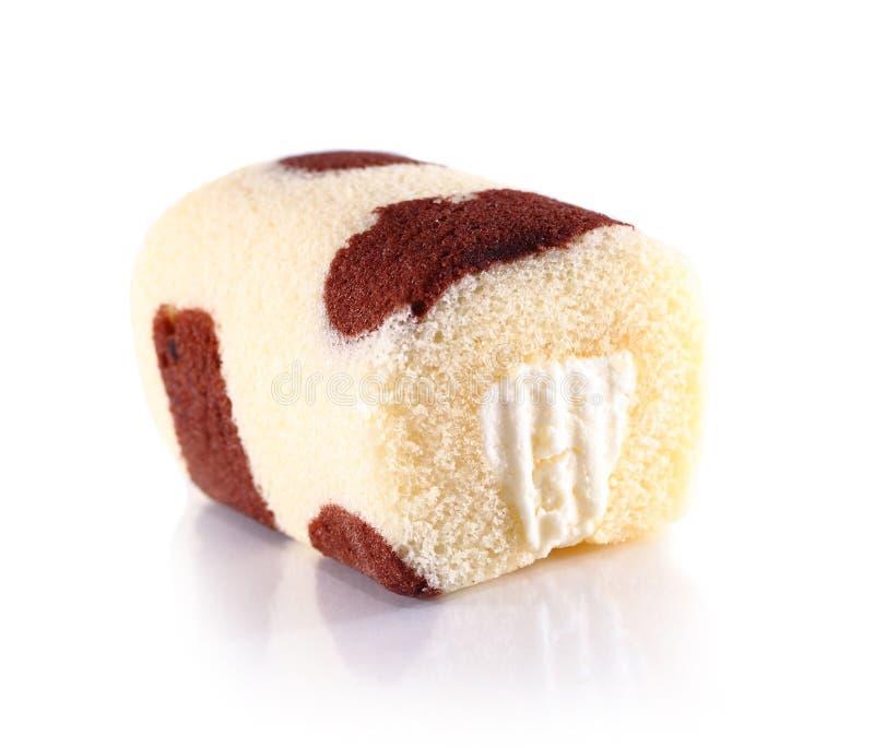 Torta del rollo dulce en blanco imagen de archivo