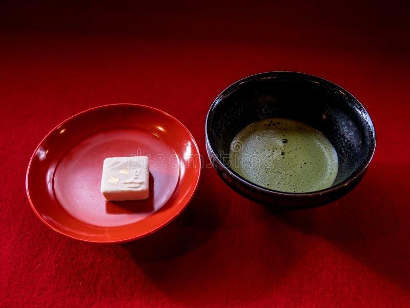 Torta del templo del té verde y del oro foto de archivo libre de regalías