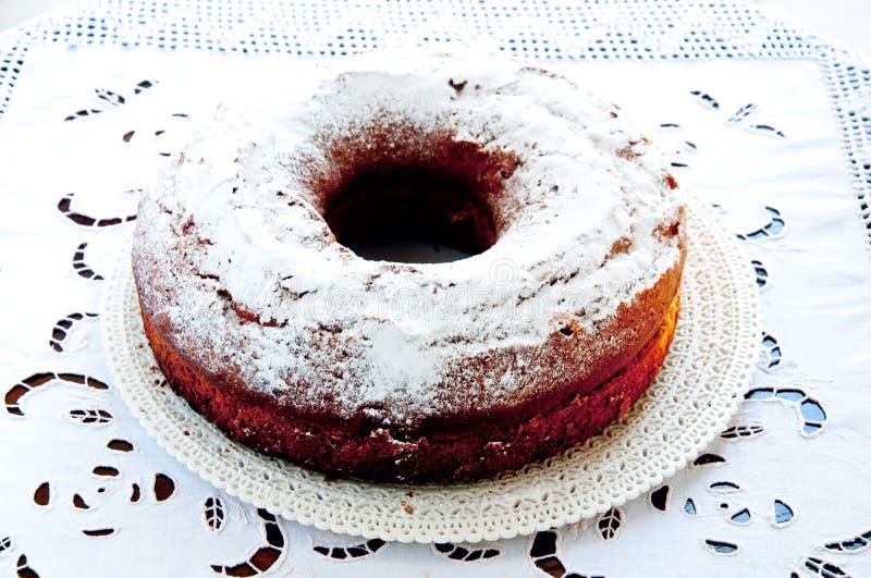Torta deliciosa y fresca en la forma de un buñuelo imagen de archivo