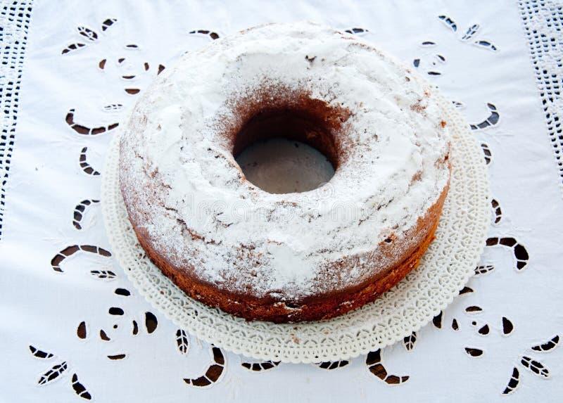 Torta deliciosa y fresca en la forma de un buñuelo fotografía de archivo libre de regalías